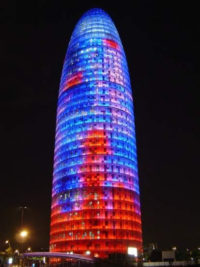 En Barcelona podemos juntar tradición y uno de los edificios más modernos para la noche de fin de año…Torre Agbar. nice place!!!