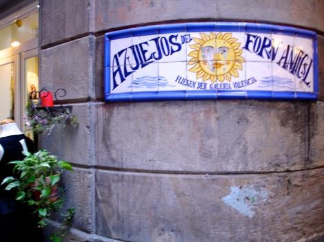 Los detalles de este barrí emblemático de Barcelona, aparecen literalmente en cualquier esquina.