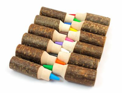 Mas que unos simples lápices, la madera de nuevo se presenta como elemento estrella.