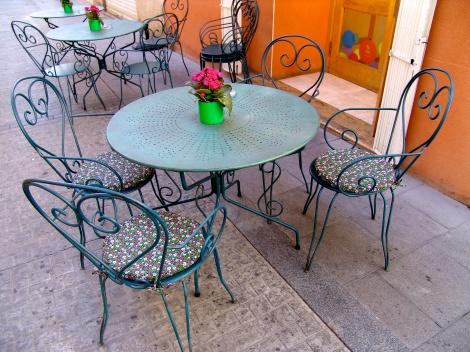 lugares que embrujan y mantienen el encanto en las calles, un cafe???