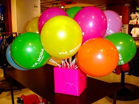 Los colores nos invaden , la fiesta en el #andorrashoppingfestival asegurada.
